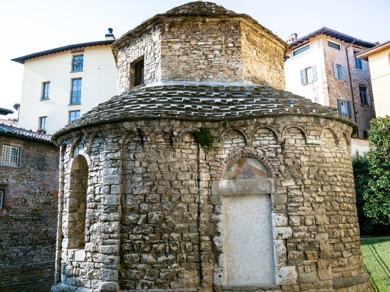 middeleeuwse kapel Tempietto Di S Croce in Bergamo royalty-vrije stock foto