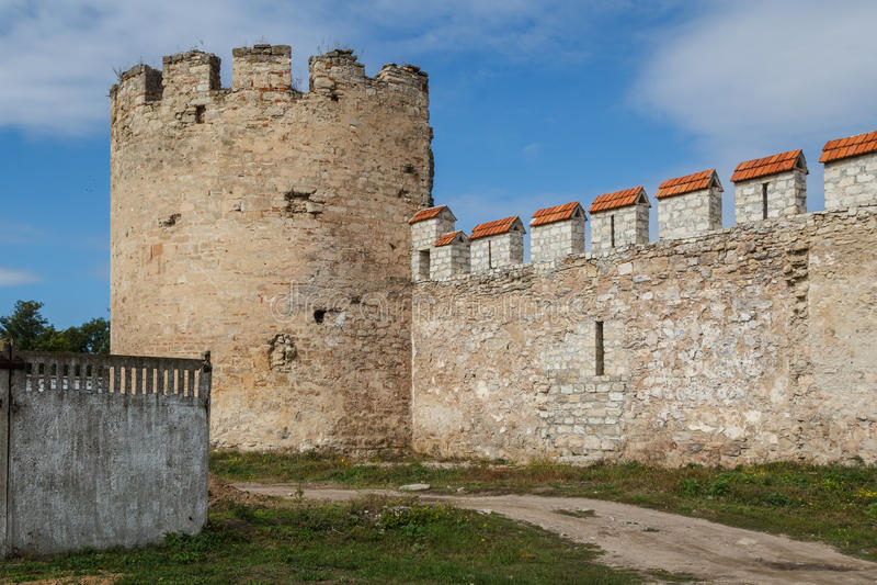 Middeleeuwse kasteelruïnes in Buigmachine, Transnistria stock foto