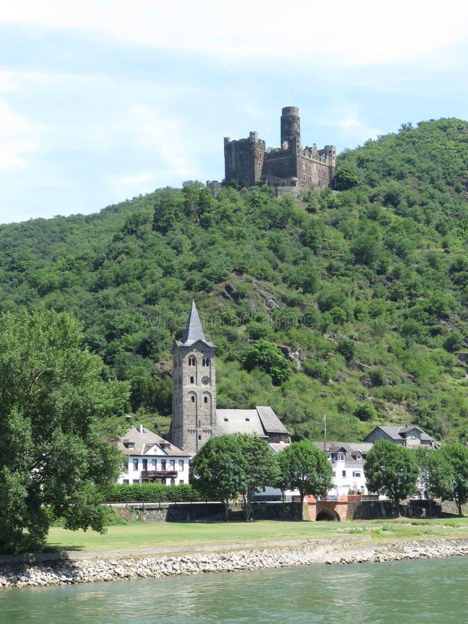 Middeleeuwse kastelen op de Rijn-Rivier in Europa stock afbeeldingen