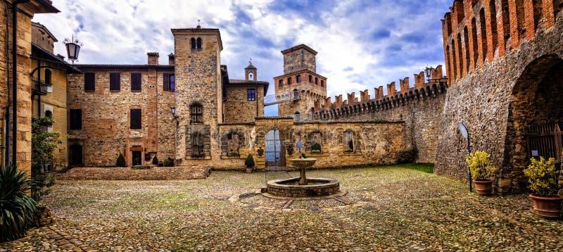 Middeleeuwse kastelen van Italië - Castello Di Vigoleno, provi van Piacenza royalty-vrije stock afbeelding