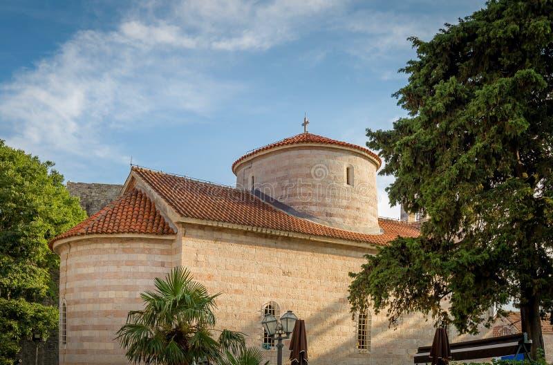 Middeleeuwse kerk in Budva stock fotografie