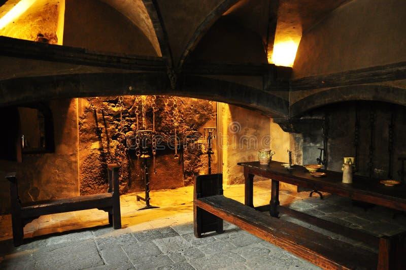 Middeleeuwse keuken, Issogne-kasteel, Aosta-Vallei. stock fotografie