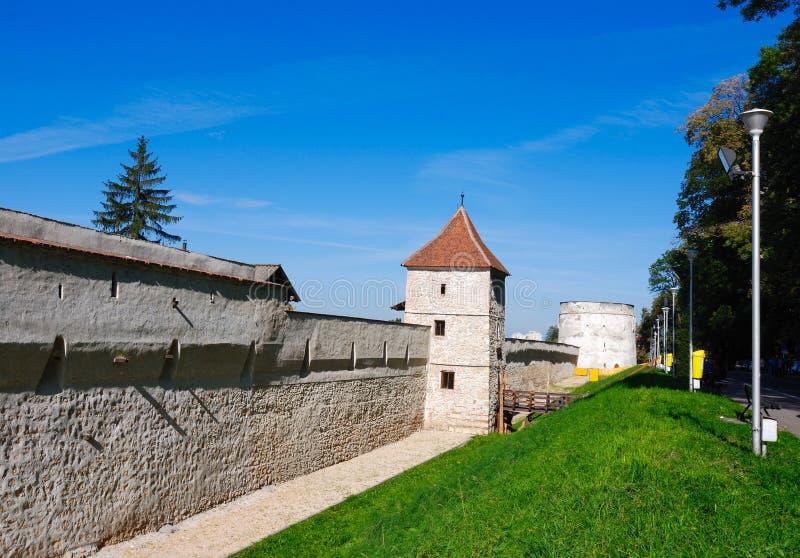 Middeleeuwse muren (Brasov/Roemenië) royalty-vrije stock afbeelding