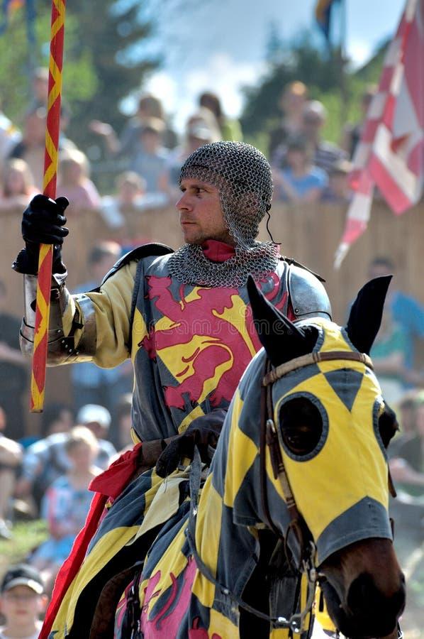 Middeleeuwse ridder op horseback royalty-vrije stock foto