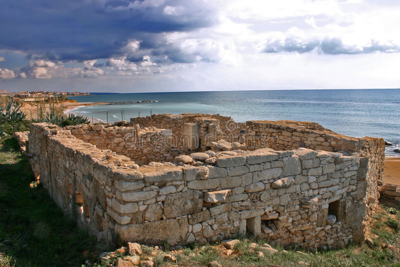 Middeleeuwse ruïnes in Kaukana stock foto's