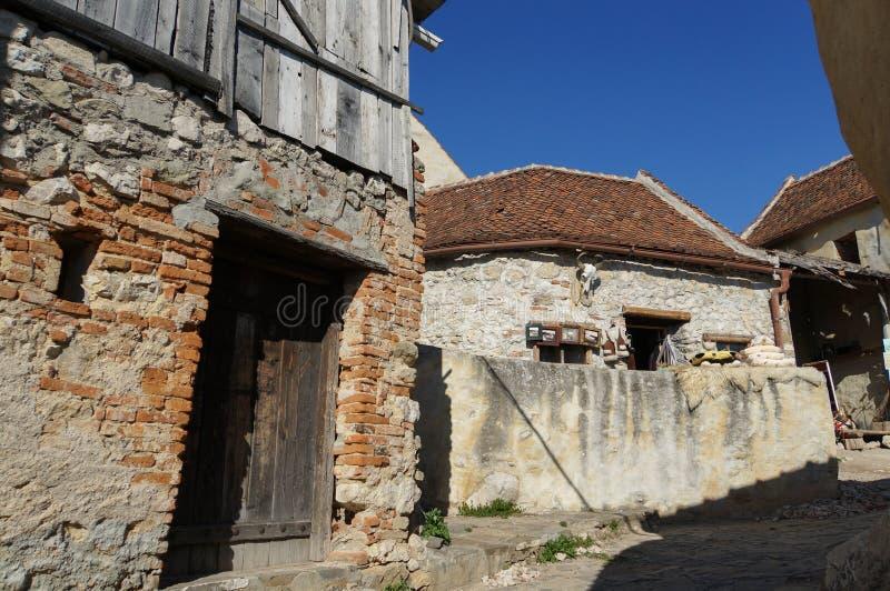 Middeleeuwse straat in Rasnov-vesting stock afbeelding