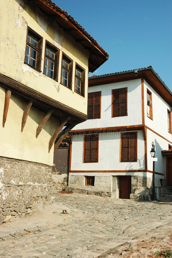 Middeleeuwse straat van oud stadscentrum in Plovdiv royalty-vrije stock afbeeldingen