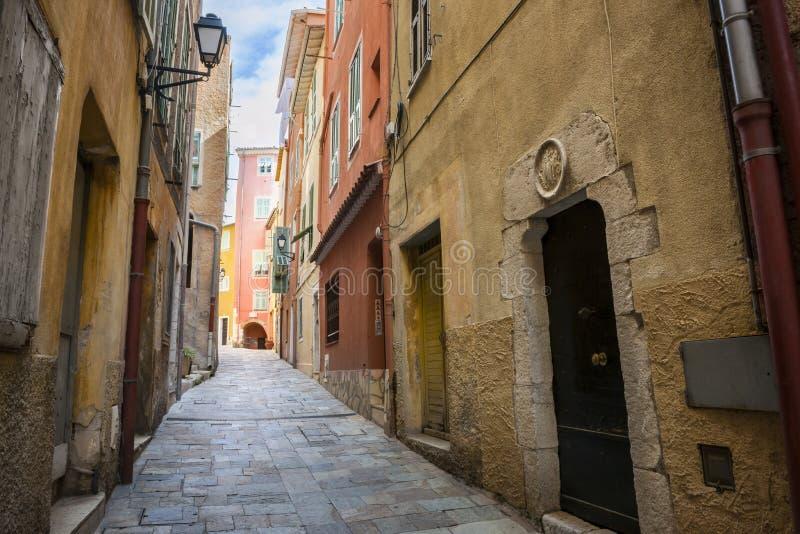 Middeleeuwse straat in Villefranche-sur-Mer stock foto