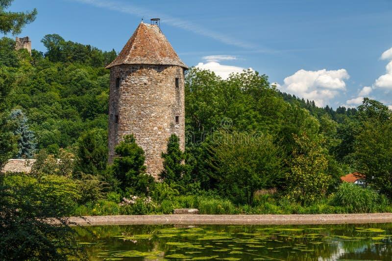 Middeleeuwse vestingwerktoren in Weinheim-stad stock afbeelding