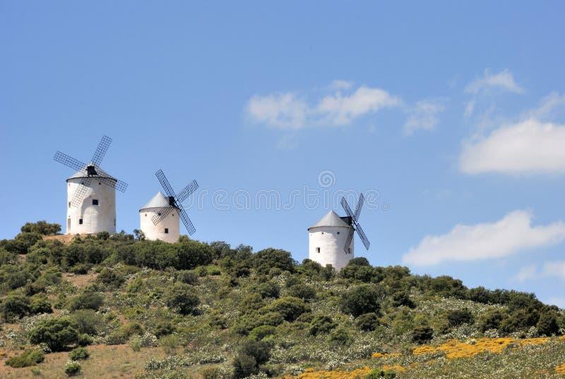 Middeleeuwse windmolens in Spanje stock foto