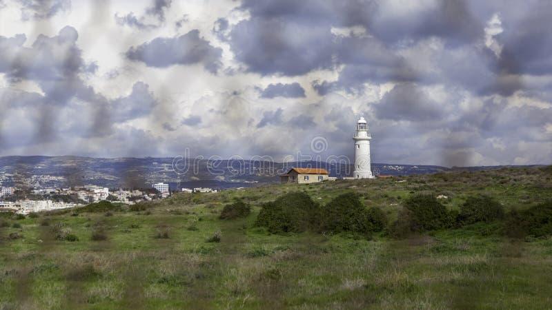 Middellandse Zee landschap met stadsmening royalty-vrije stock afbeelding