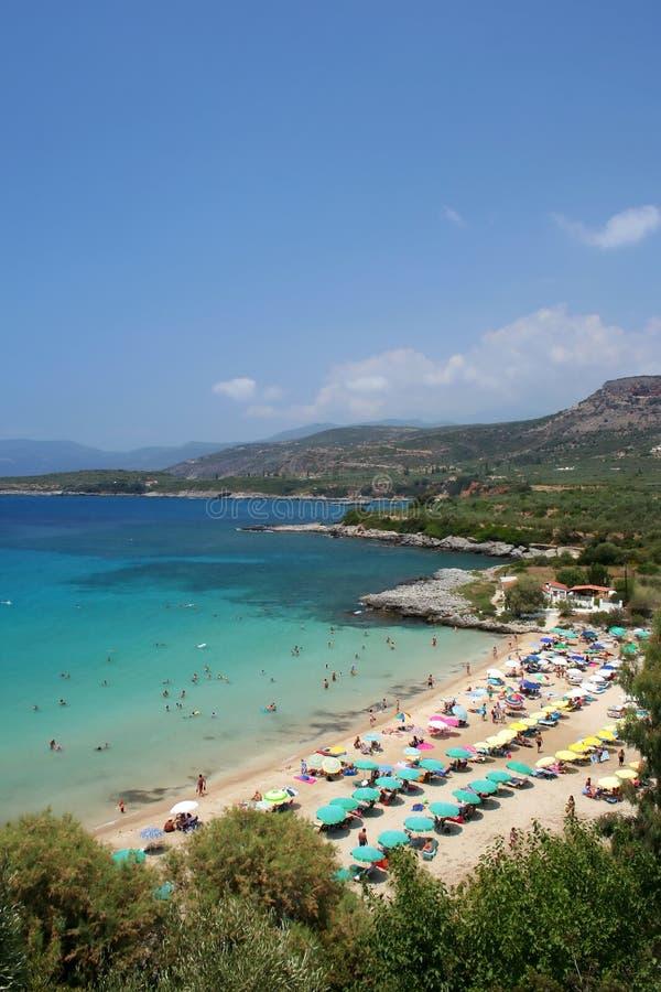 Middellandse Zee strand in Griekenland stock afbeeldingen