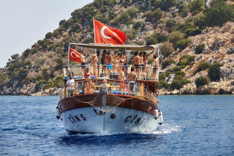 Middellandse Zee van kust van Antalya een boot van de toeristenexcursie royalty-vrije stock fotografie