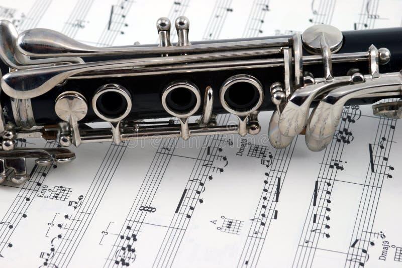 Midden van een klarinet met gaten en sleutels royalty-vrije stock foto's