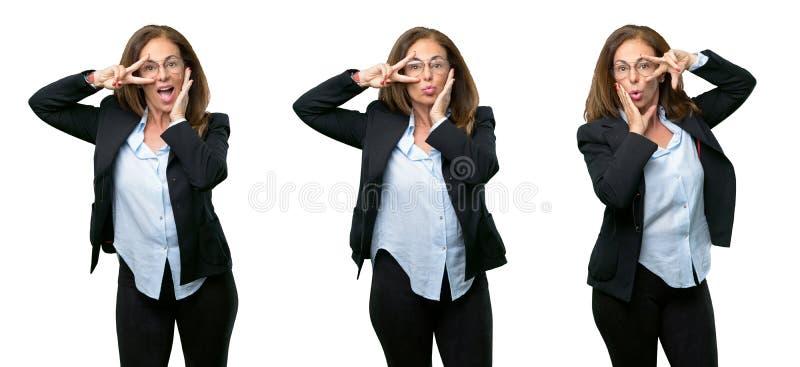 Middenleeftijds bedrijfsvrouw met lang haar royalty-vrije stock foto's