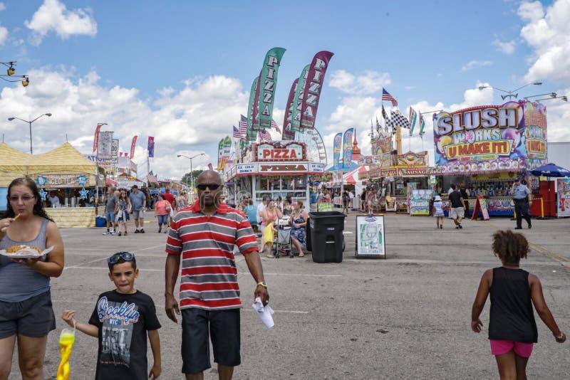 Middenweg in 17de Jaarlijks Salem Fair stock afbeelding