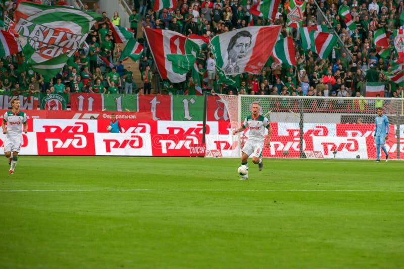 Midfielder Dmitry BARINOV 6 no jogo de futebol imagem de stock
