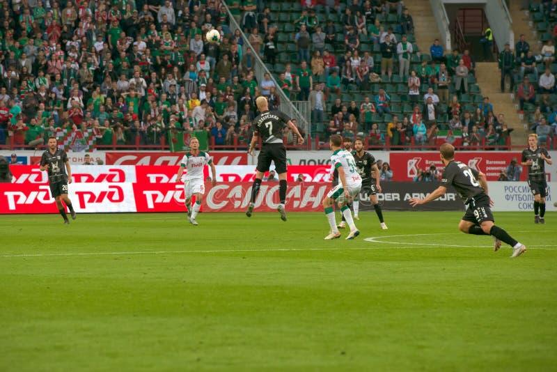 Midfielder Vyacheslav Podberezkin 7 sobre o jogo de futebol fotos de stock royalty free