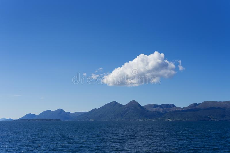 Midfjorden - fjord w Norwegia zdjęcie stock
