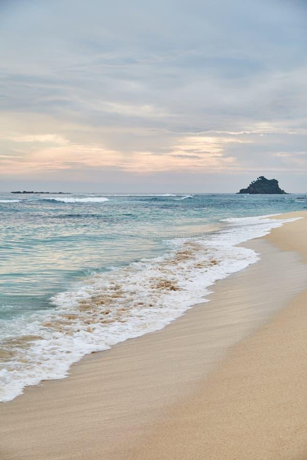 Midigama plaża zachód słońca na oceanie indyjskim Midigama, Sri Lanka zdjęcie royalty free