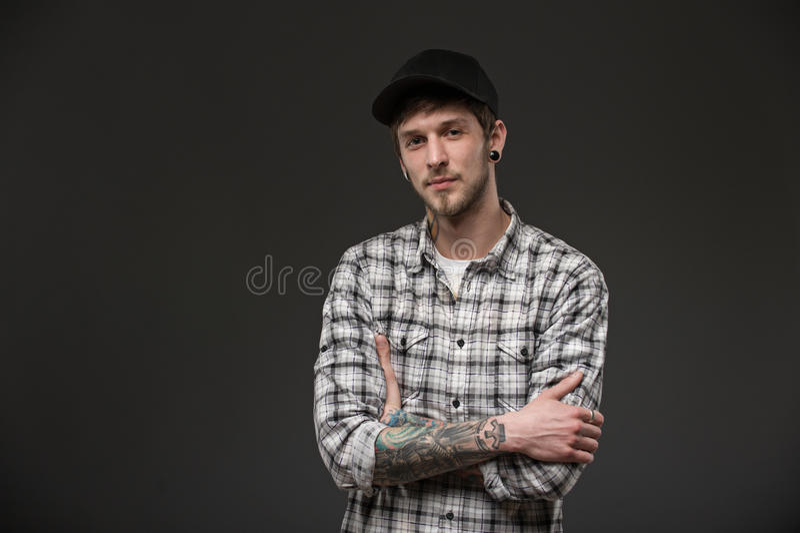 Midja upp ung man för stående royaltyfria foton