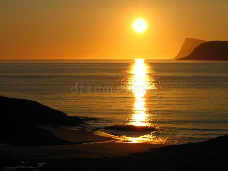 midnight norway sun royaltyfri fotografi