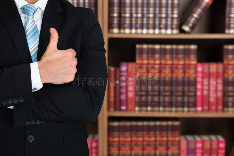 Midsection av advokaten Gesturing Thumbs Up royaltyfria foton