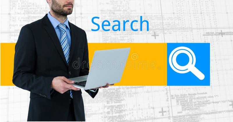 Midsection av den hållande bärbara datorn för affärsman mot sökandeskärmen arkivfoto