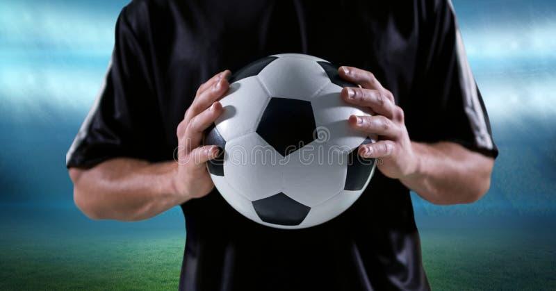 Midsection av den hållande fotbollbollen för spelare royaltyfri illustrationer