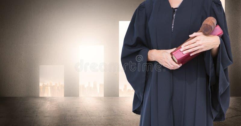 Midsection av domaren med boken och auktionsklubban royaltyfria foton