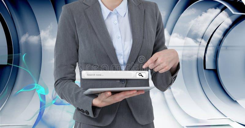 Midsection della donna di affari che indica alla pagina di ricerca sopra il PC della compressa illustrazione vettoriale