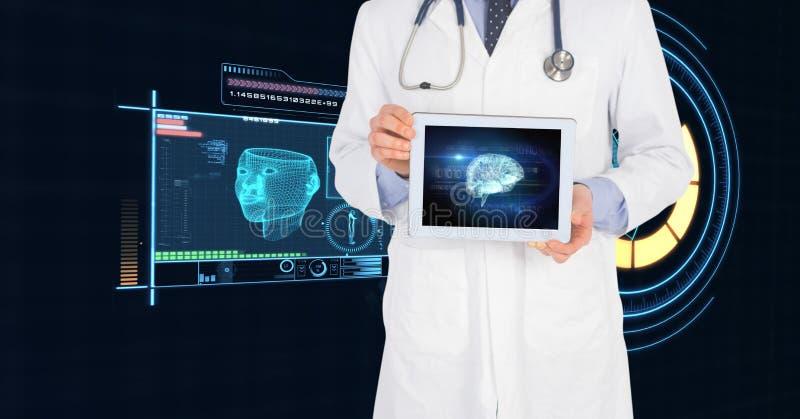 Midsection di medico che mostra compressa digitale con l'interfaccia medica fotografie stock