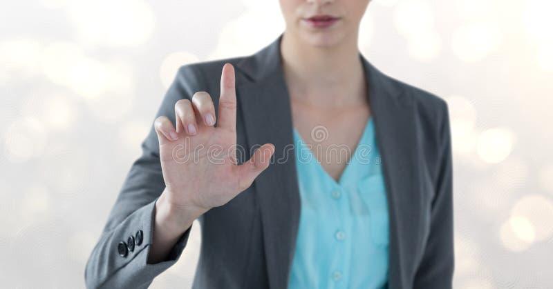 Midsection dotyka imaginacyjnego ekran nad bokeh bizneswoman zdjęcie royalty free