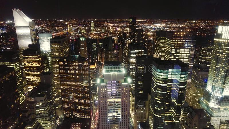 Midtown Manhattan en la noche imagen de archivo