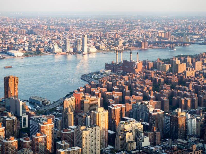 Midtown New York och lura Edison East River som frambringar stati arkivfoto