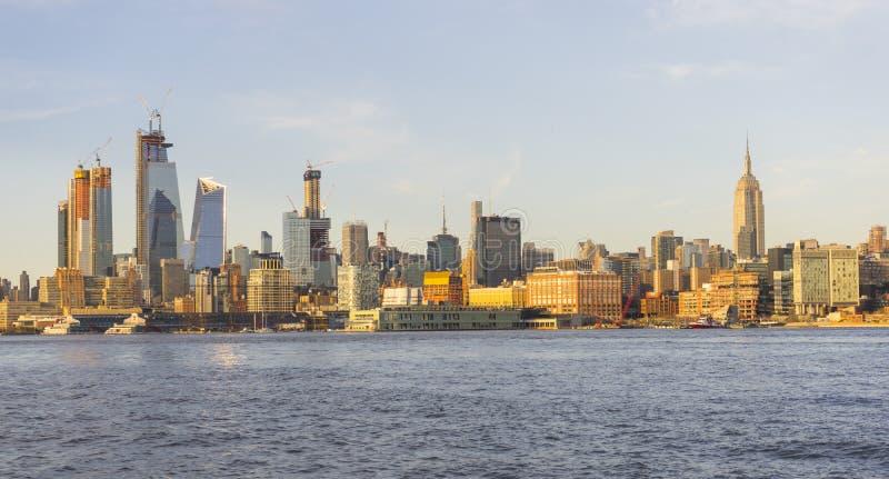 Midtown skyline de Manhattan, New York City no por do sol de Hoboken fotos de stock royalty free
