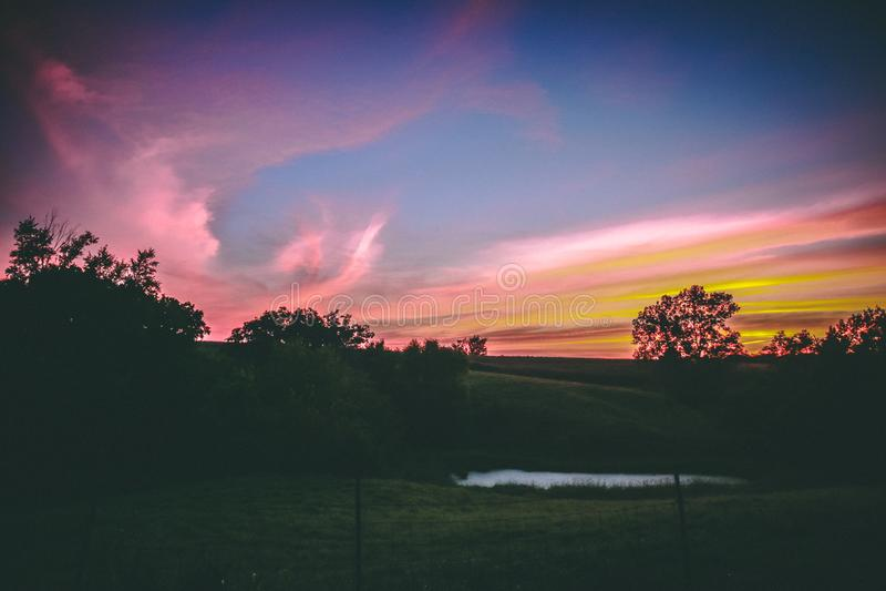 Midwest λιβάδι στο ηλιοβασίλεμα στοκ εικόνες με δικαίωμα ελεύθερης χρήσης