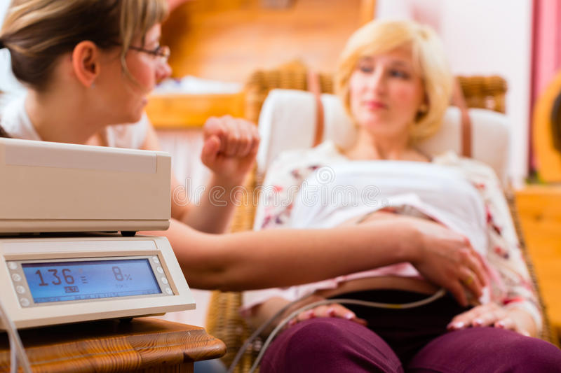 Midwife seeing mother for pregnancy examination royalty free stock photos