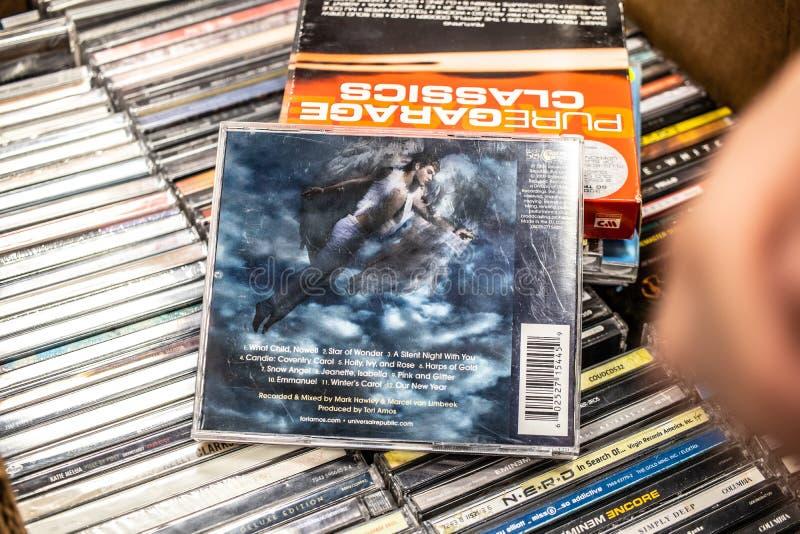 Midwinter λευκωμάτων του CD της Tori Amos κοσμεί το 2009 στην επίδειξη για την πώληση, το διάσημους αμερικανικούς τραγουδιστής-τρ στοκ εικόνα