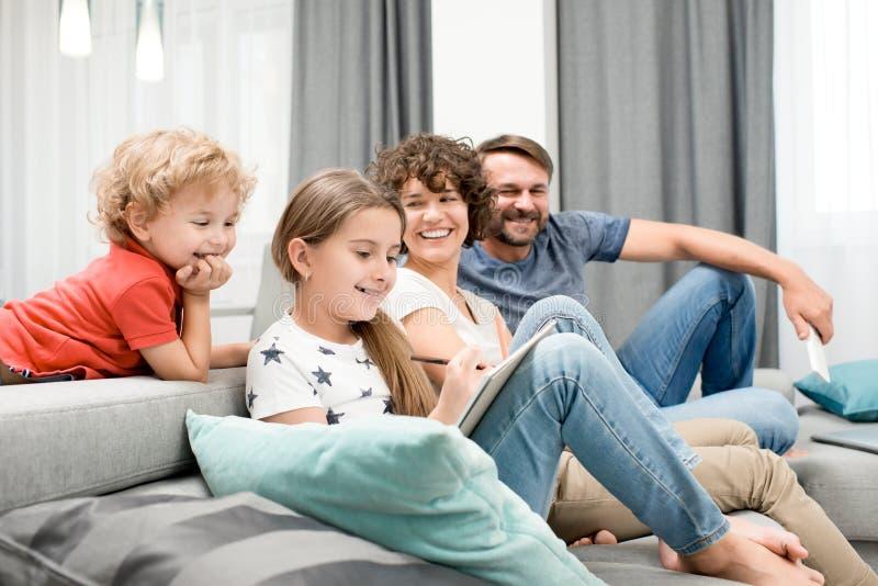 Mieć zabawę z Kochającymi członkami rodziny zdjęcie stock