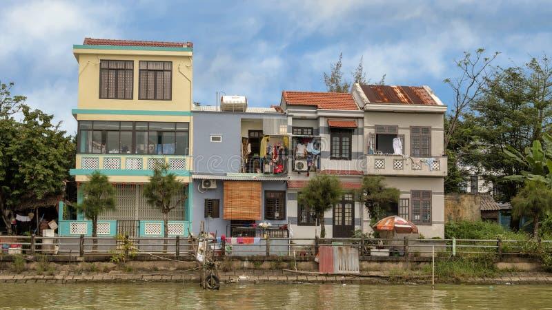 Mieścący wzdłuż Thu bonu rzeki, Hoi, Wietnam fotografia royalty free