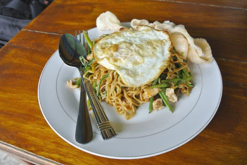 Mie-goreng oder Fried Noodles, ein indonesisches Rezept indonesien lizenzfreies stockfoto