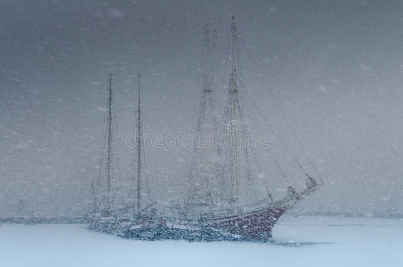 miecielicy łodzi ciężki żeglowanie dwa fotografia royalty free