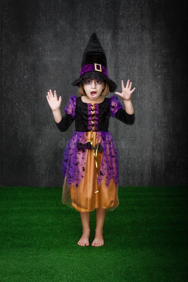 Miedo de Halloween de los niños fotos de archivo libres de regalías