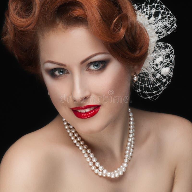 Miedzianowłosa elegancka kobieta zdjęcia royalty free