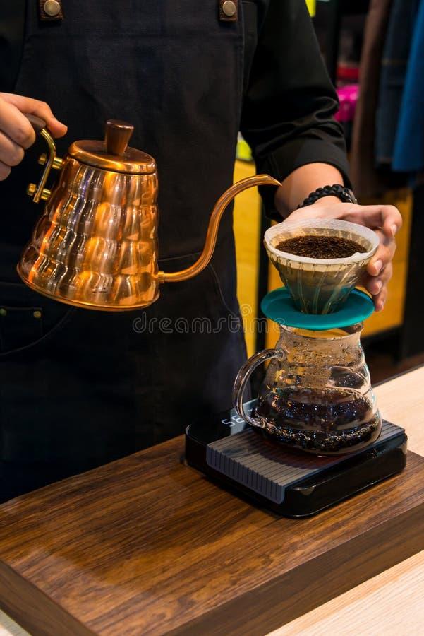 Miedziany czajnik Spuszcza próżniowego kawowego producenta dla pojęcia kawa z eleganckim smakiem fotografia stock
