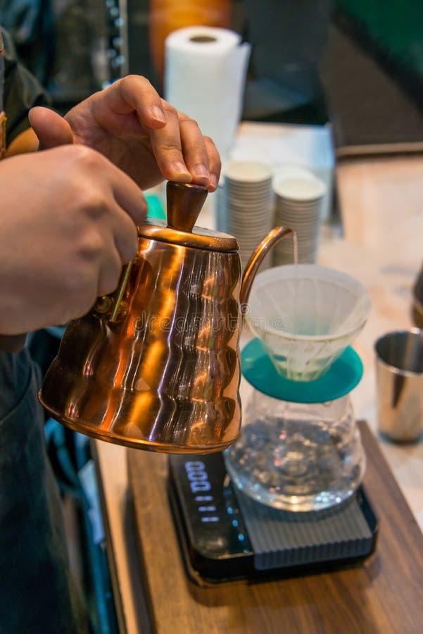 Miedziany czajnik Spuszcza próżniowego kawowego producenta dla pojęcia kawa z eleganckim smakiem zdjęcia stock