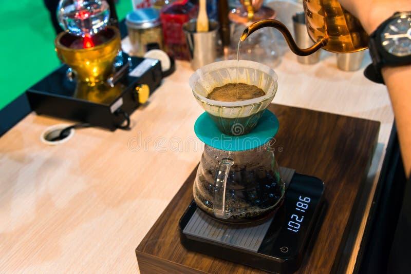 Miedziany czajnik Spuszcza próżniowego kawowego producenta dla pojęcia kawa z eleganckim smakiem obrazy stock