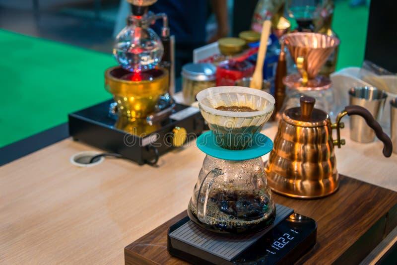 Miedziany czajnik Spuszcza próżniowego kawowego producenta dla pojęcia kawa z eleganckim smakiem zdjęcie stock