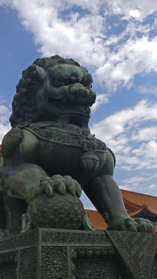 Miedziany lew w Niedozwolonym mieście zdjęcia royalty free